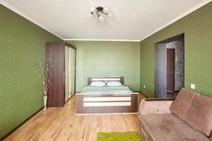 Кровать или кровати в номере Apartments Abazhur on Kareltseva 101