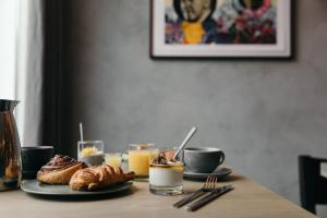 Breakfast options available to guests at Sand Hotel by Keahotels