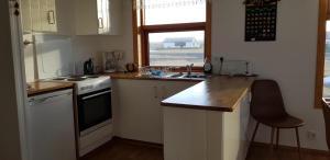 Una cocina o zona de cocina en Skálinn between Gullfoss and Geysir - Myrkholt Farm