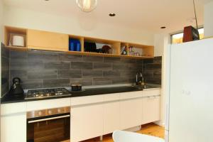 A kitchen or kitchenette at Pacific Terraces 1, 38 Pacific Street