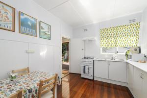 A kitchen or kitchenette at Herb's Hideaway, 11 Belmore Street