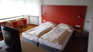 Ein Bett oder Betten in einem Zimmer der Unterkunft Hotel Krone