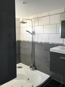 Salle de bains dans l'établissement Chalet de la Somme