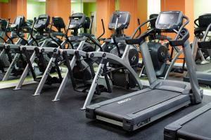 The fitness center and/or fitness facilities at Radisson Hotel New York Wall Street