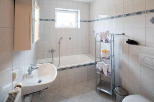 Ein Badezimmer in der Unterkunft Gasthaus Pension Zum lustigen Steirer