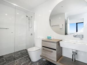A bathroom at BRAND NEW Qube Broabeach Luxury 2 Bedroom