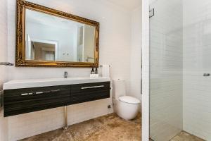 A bathroom at Boonara at Byron
