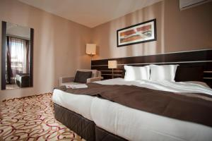 A bed or beds in a room at Platinum Hotel & Casino
