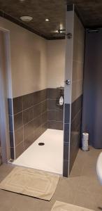 Salle de bains dans l'établissement Au Nid de la Madeleine