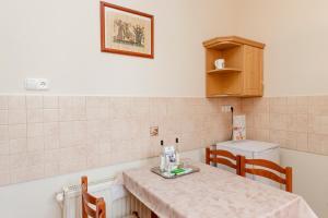 Kuchyň nebo kuchyňský kout v ubytování Almafa Apartmanház