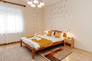 Postel nebo postele na pokoji v ubytování Almafa Apartmanház