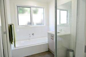 A bathroom at 7 Gilmore St, Smiths Beach