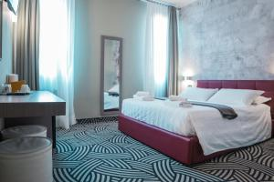 A bed or beds in a room at Hotel Cannaregio 2357
