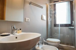 A bathroom at Hotel Cannaregio 2357
