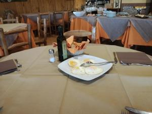 A restaurant or other place to eat at Albergo Ristorante Uliveto