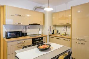 O bucătărie sau chicinetă la ZEN Apartments Cluj