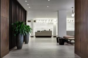 The lobby or reception area at New York LaGuardia Airport Marriott