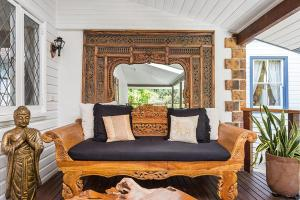 A seating area at Skye Lodge Byron Bay - Walk to town in 5 minutes!