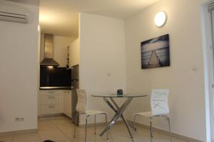 A television and/or entertainment center at Apartman M&M