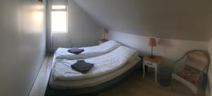 A bed or beds in a room at Rauðafell 1