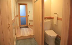 A bathroom at 暮らしの宿 てまり ゆきかい