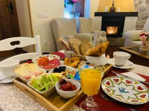 Breakfast options available to guests at Hotel Villa Fontanas