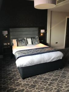 A bed or beds in a room at The Troll Cart Wetherspoon