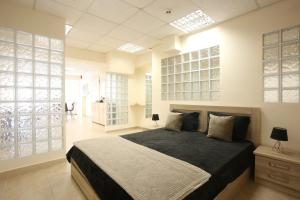 A bed or beds in a room at GK Airport Suites