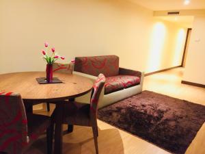 Uma área de estar em Palace Hotel e SPA Monte Rio