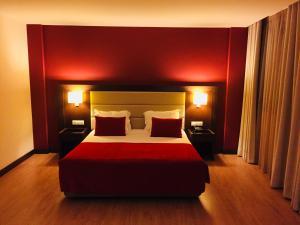 Uma cama ou camas num quarto em Palace Hotel e SPA Monte Rio