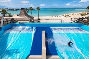 المسبح في منتجع جزيرة البنانا الدوحة بإدارة أنانتارا أو بالجوار