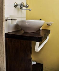 A bathroom at Il Tuo Letto Sullo Stretto