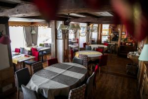A restaurant or other place to eat at Le Paquis