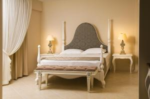 A bed or beds in a room at LaVista Boutique Hotel & SPA