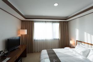 여수 나르샤호텔 객실 침대