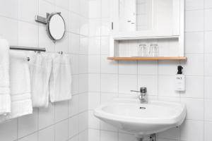 Ein Badezimmer in der Unterkunft Hotell Stenugnen