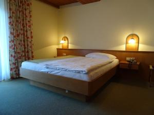 A bed or beds in a room at Pension Friedl