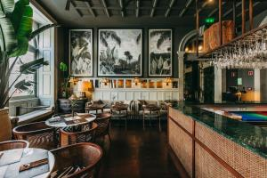 A restaurant or other place to eat at Torel 1884 Suites & Apartments