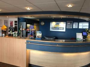 The lobby or reception area at Days Inn Hotel Leicester