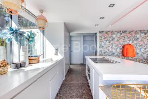 A kitchen or kitchenette at Villa Infinity