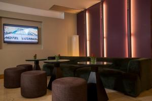 The lounge or bar area at Hotel Luzeiros Fortaleza