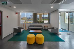 The lobby or reception area at City Express Monterrey Santa Catarina