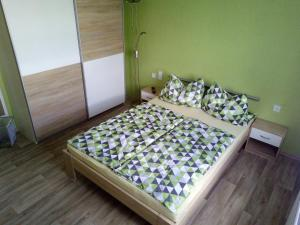 A bed or beds in a room at Pension zum Ringelberg