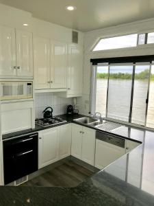 A kitchen or kitchenette at The Dove Houseboat