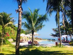 Vườn quanh Casa Marina Resort