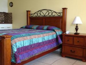A bed or beds in a room at Knights Inn Hallandale