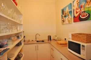 A kitchen or kitchenette at PAPERBARK HOMESTEAD - PET FRIENDLY
