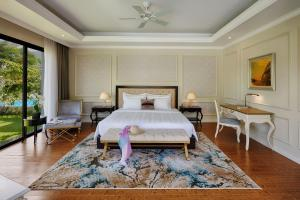 A bed or beds in a room at Vinpearl Discovery 2 Nha Trang