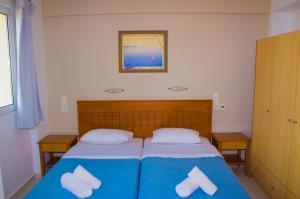 Ένα ή περισσότερα κρεβάτια σε δωμάτιο στο Sunshine Studios & Apartments