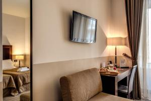 Uma televisão e/ou sistema de entretenimento em Hotel Boutique Nazionale